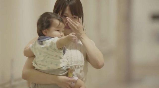 『赤ちゃんの1歳はママの1歳』をテーマにした日本の宣伝動画に海外ユーザーが「ボロ泣きした!」「妻が夫から一番聞きたい言葉」と感動の嵐に!!