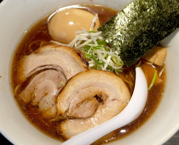 ここの味を知って魚介の本当のおいしさがわかった! いつ行っても行列の絶えない「京鰹節つけ麺 愛宕」東京・新橋