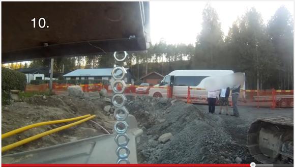 【建築土木関係者注目】見よ! 卓抜したテクニックを!! 20トンクラスの油圧ショベルで手のひらサイズのナット10個を積み上げる映像がスゴイ