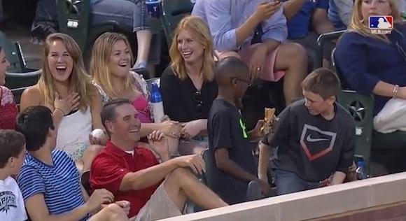【衝撃野球動画】イケメンぶりを発揮するも巧妙なワナを仕掛けていた少年