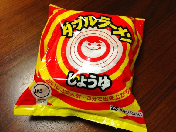 【ご当地グルメ】北海道民が『やきそば弁当』より『ダブルラーメンしょうゆ味』こそがソウルフードだと強く主張するので実際に食べてみた