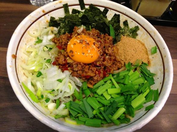 【流行5秒前】名古屋発祥の激ウマ麺!「台湾まぜそば」を食べてみた / 東京・神田『わいず』