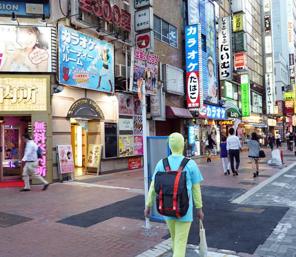 【大発見】新宿・歌舞伎町を全身タイツで歩くと客引きが絶対に声をかけて来ないことが判明!