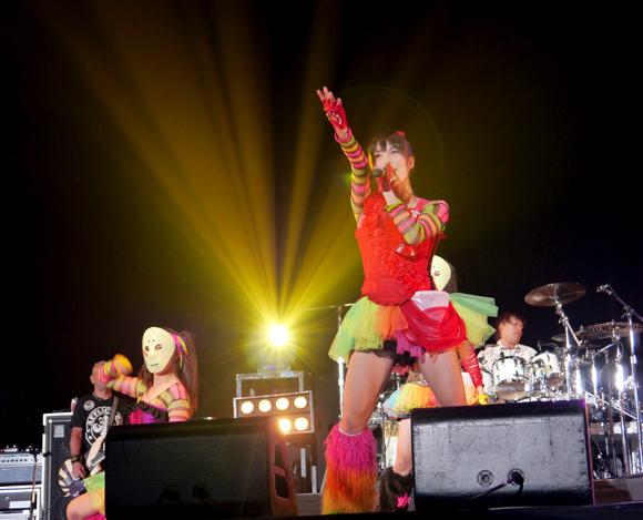 【ライブレポート】気迫で会場を圧倒! 日本最大のメタルフェス「ラウドパーク」で仮面女子が過去最高のパフォーマンスを披露