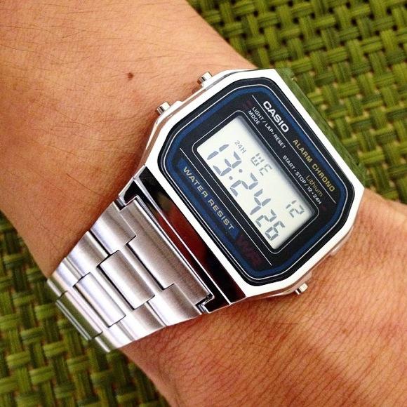 【ライフハック】Amazonで977円で売っているカシオの銀色デジタル腕時計を黄色い油性マジックで塗ったら超ゴージャスな「ゴールドウォッチ」になった!