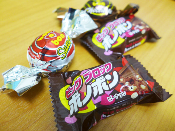 1個20円で高級チョコ並にウマい「ボノボン」にニュータイプが登場だぞーっ! ガッツリ食べたいヘビー級チョコ「ビッグブロックボノボン(30円)」