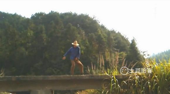 【人民が踊ってみた】中国農村でマイケル・ジャクソンを踊る農民が激撮される! 神がかったシンクロ率に世界が驚愕 / なんと14年間も練習していたらしい