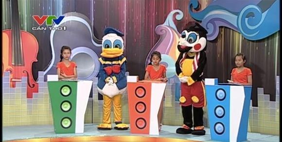 【衝撃ディズニー画像】大丈夫かベトナム! 子供番組に出演するディズニーキャラが色々と謎すぎる