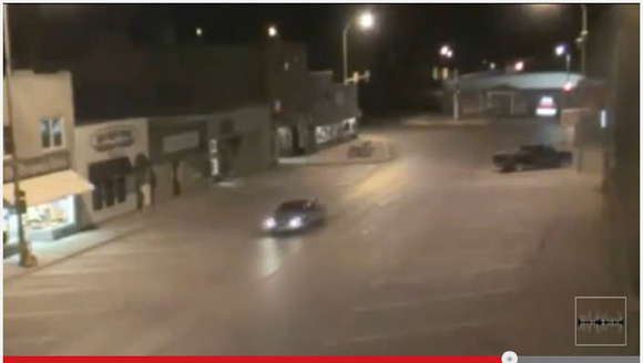 【何が起こった】米ノースダコタ州で超常現象か / 走行中の車が突然消える瞬間を監視カメラが捉えていた!?