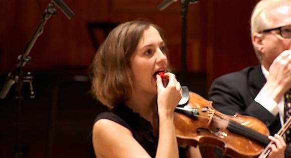 【衝撃検証動画】世界一辛い唐辛子を食べて演奏したオーケストラは無事に完奏できるのか