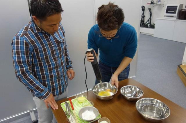 【レシピあり】ハンドブレンダーでローソンの『プレミアム ロールケーキ』のような絶品ケーキは作れるのか!? 凄腕シェフの力を借りて試してみた
