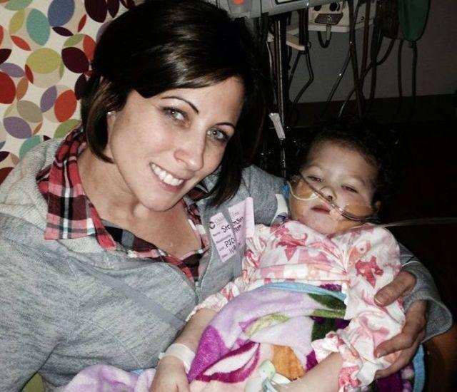 母親が病気の娘のために「肝臓の一部を提供してほしい」とFacebookで懇願 / 無私無欲の他人が助けを申し出て願いが叶う!