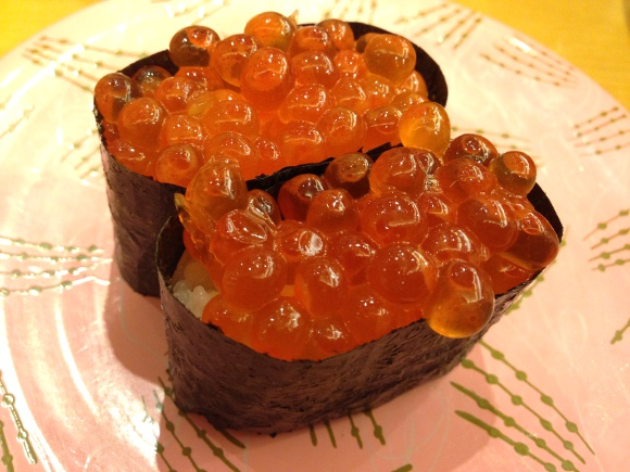 【ドン引き】回転寿司デート『NG行動ランキング』発表 → 3位「待ち時間に不機嫌になる」2位「強い香水をつける」第1位は……