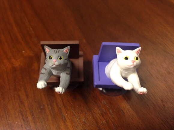 【猫好き必見】ガチャガチャの猫型スマホスタンド「いってきにゃーす」が激カワにゃす☆