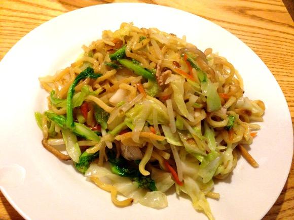 【福岡グルメ】博多の皿うどんは揚げ麺じゃなか! いわゆる「汁なしチャンポン」ばい!! 博多『元祖ぴかいち』