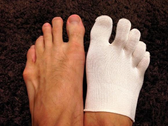 【衝撃検証結果】「5本指ソックス」は足が臭くならないらしい / 一日中はき倒してにおいを比べてみた