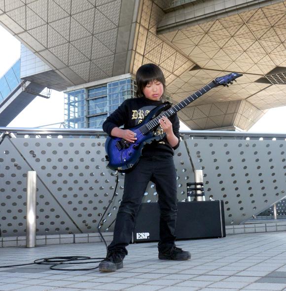 【ギタリスト必見】きっとあなたよりも上手い9歳の天才ギタリスト「Keiji by ZERO」がハンパない!! 将来が楽しみすぎる