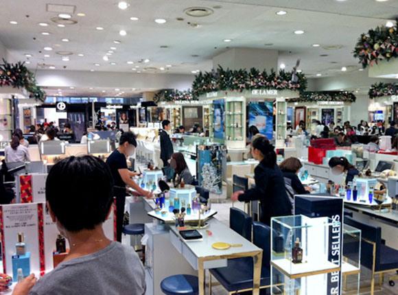 【三十代女子の恋愛奮闘記】化粧品カウンターに彼氏を付き合わせるってアリ?