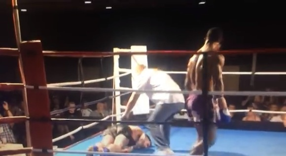 【衝撃格闘動画】小が大を食うとはこのこと! キックボクシングの試合で見事すぎる「旋風脚」がキマって一発KO!!
