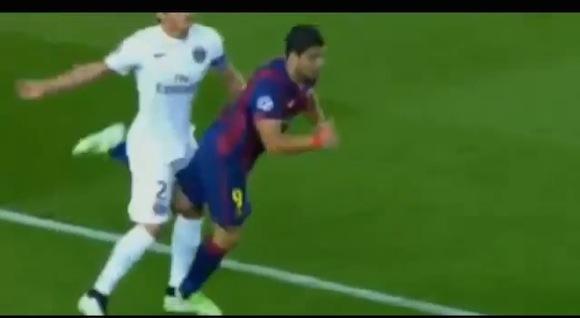 【衝撃サッカー動画】噛みつき行為で処分を受けていたあの選手がまたしても悪事! 逆サマーソルトキックで相手の股間を蹴り上げる!!