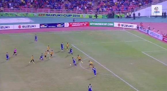 【衝撃サッカー動画】近い将来に日本代表の強敵となること間違いなし! タイ代表のパス回しが息を飲むほど美しい!!