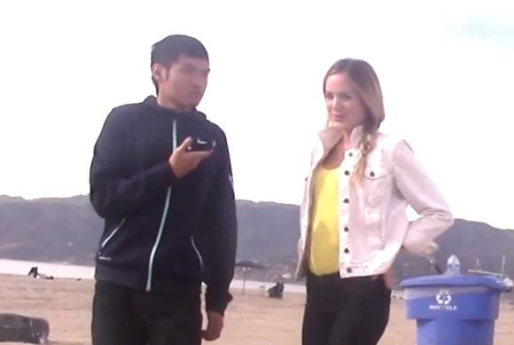 【斬新なナンパ術】「アジア人と初めてキスをする女の子の反応」を確認するための社会実験動画がどう見てもセクハラ
