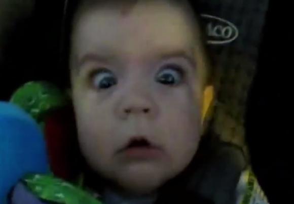驚きすぎて目が落ちそう! 車がトンネルに入った時の赤ちゃんのリアクション7連発