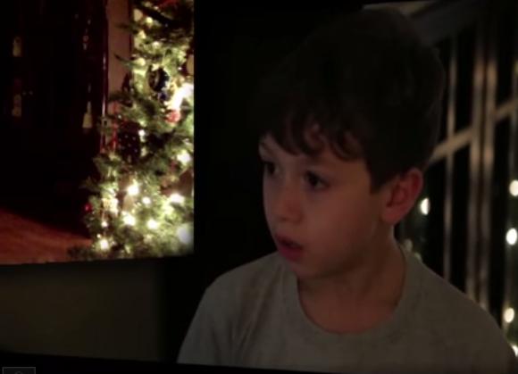 【動画あり】サンタさんの姿をこの目で見たい! 7歳の少年がクリスマスイブの日にカメラを家に仕掛けたらこうなった