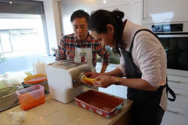 【1食500円】「フィリップス ヌードルメーカー」を使った麺料理対決!茨城の巨匠『ナポリ風ラザニア』VS音楽界最強麺マニア『二郎風まぜそば』