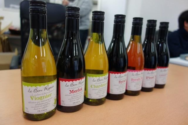 【コスパ良い贅沢】ダイソーの100円ワインが高級ワイン級のウマさ『シラー』はグラス500円でも納得の味