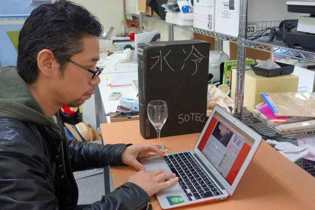 【超ライフハック】ダンボールに入っているワインを「水冷デスクトップPC」に偽装すると仕事中バレずに酒が飲める