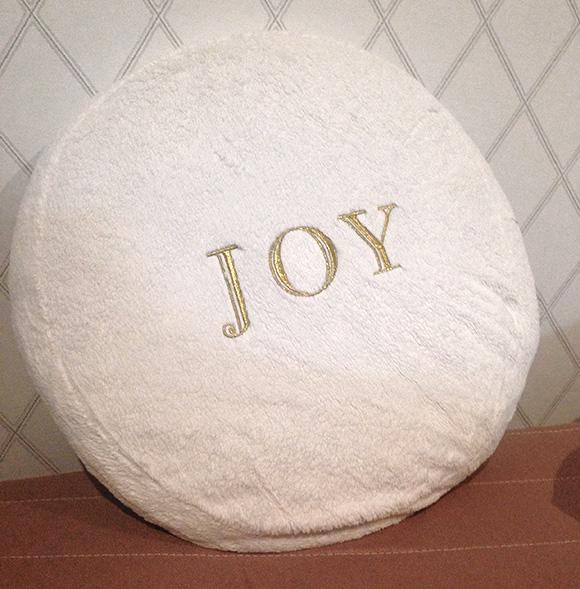 【徹底レビュー】白まんじゅうみたいな幸せクッション「JOY」のすべて / ブランド名も商品名もほぼ判明