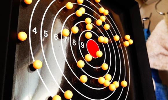 【BB弾】なんて便利な的(マト)なんだ! 当たった弾がくっついて自然にズリズリ落ちていく東京マルイの『プロキャッチターゲット』に感動した!!