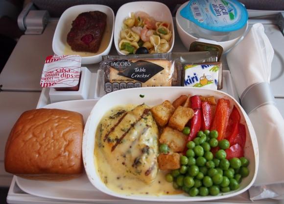 【世界の機内食】UAE・ドバイ国際空港〜オランダ・スキポール空港(エミレーツ航空 EK)