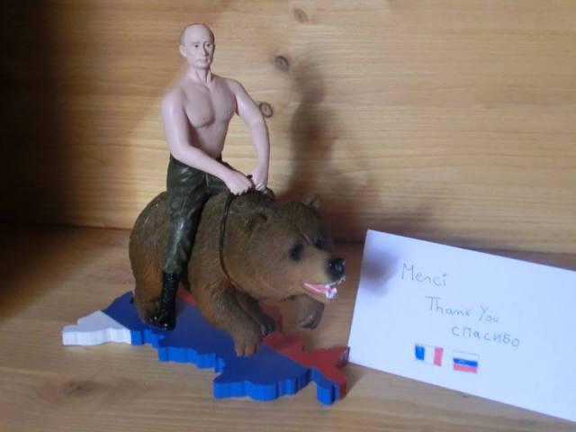 【世界が戦慄】あのロシア・プーチン大統領のコラ画像がフィギュア化! お値段ドドンと約4600円で販売中 / フル可動プーチン大統領もあるぞ!!