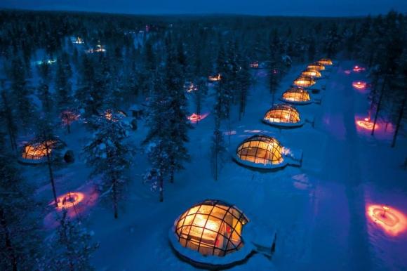 【一度でいいから泊まりたいホテル】ベッドに寝ながらオーロラ鑑賞ができる! フィンランドの「カクスラウッタネン イグロー イースト ヴィレッジ」