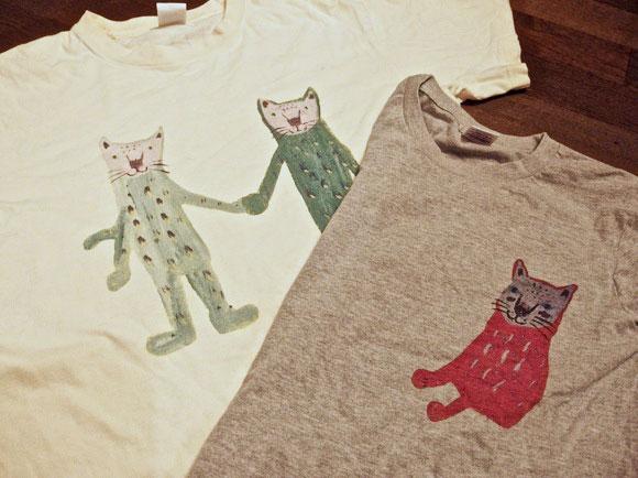 """【俺のTシャツ】「ネコに恩返しできる」とっても素敵なチャリティーTシャツ / """"モンキー塩田さん"""" の描いた独特ニャンコに思わずおゆるり"""