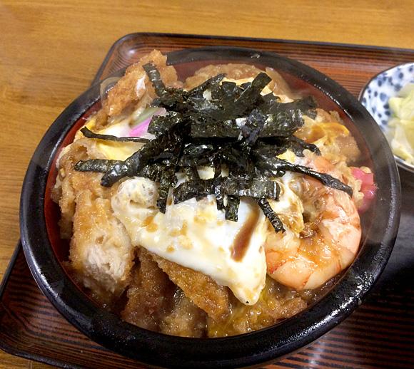【斬新グルメ】カツ丼のなかにそばが混入した奇想天外メニュー「バホそばドン丼」を食べてみた / 北海道・札幌『そば処三徳』