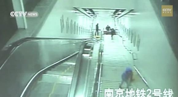 【防犯カメラはとらえていた】一度は逃走に成功した泥棒が捕まったオマヌケすぎる理由