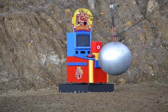 【マジかよ】5tの鉄球の破壊力をパンチングマシーンで検証するCM撮影現場に密着 / 何度も「絶対に壊れるだろ(笑)」の一言を飲み込んだ件