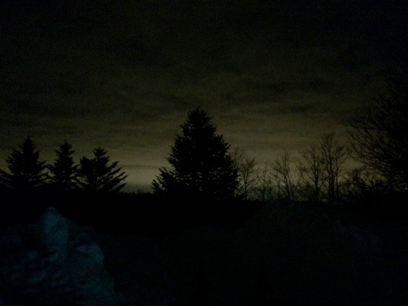 【コラム】真っ暗闇から見た札幌の空は燃え上がるように明るかった