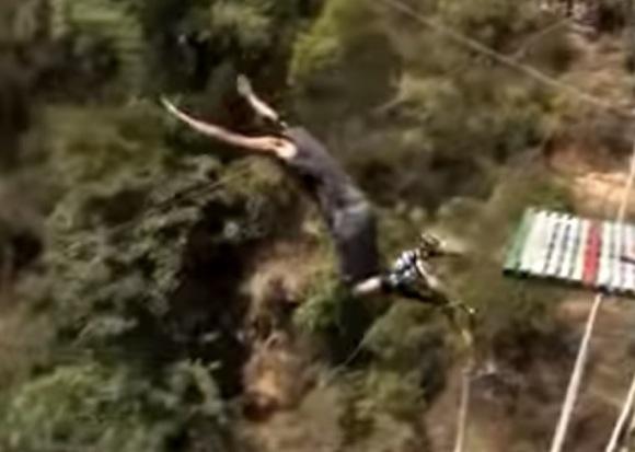 【コラム】地上160メートルの高さから「足から落下」してしてみた結果 → 鳥になろうとしていた