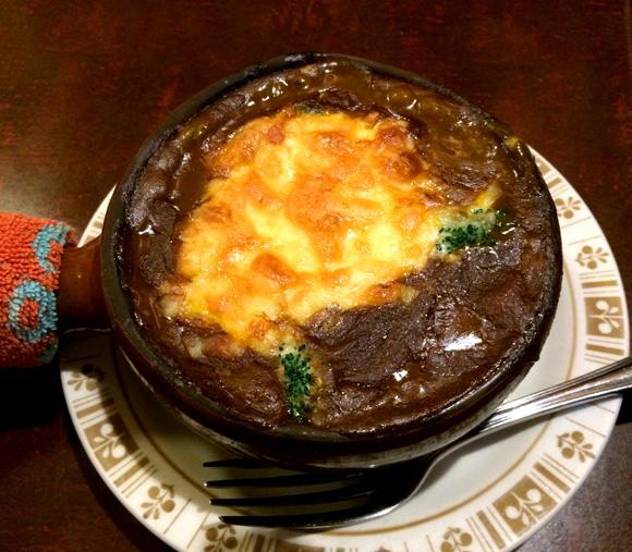 【グルメ】こんがりと焼き目がついたチーズが美しい! 寒い日こそ食べたい東京・浅草橋ストーンの「焼きカレー」