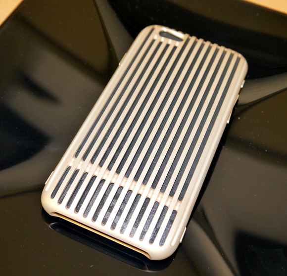 【画像多数】超々ジュラルミンを使用した16万2000円のiPhoneケースが猛烈にカッコイイ! 持っているだけで人生が1ランク上がった気がする