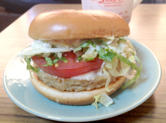 【革命的新商品】モスバーガーで発売された大豆ハンバーグの『ソイ野菜バーガー』を食べてみた / さすがモス! 信じられないけど肉よりウマイ!!