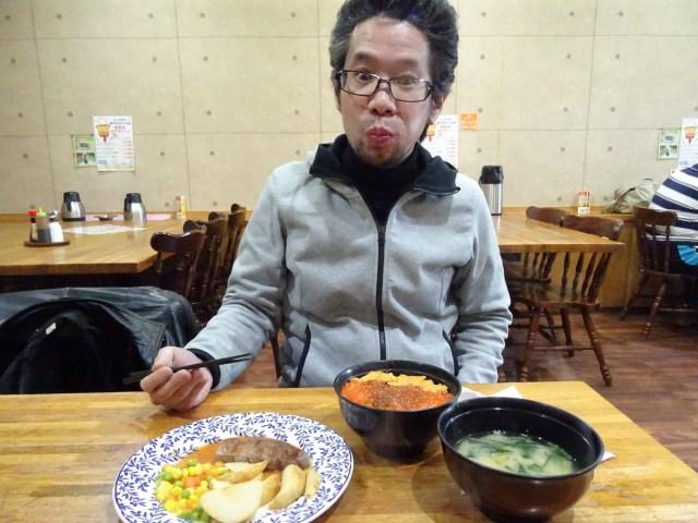 【オバマも失神するレベル】網走イチのデカ盛りレストラン「ホワイトハウス」はウニイクラ丼にステーキが付いて1250円という超コスパ