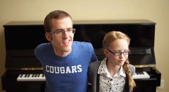 【アナ雪動画】もしも後ろ向きでピアノを弾けたなら兄妹仲が良くなることが判明