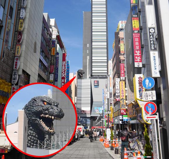 【衝撃】新宿・歌舞伎町 旧コマ劇跡の「TOHOシネマズ」に出現したゴジラのほぼ原寸大レプリカがマジでデカすぎる!