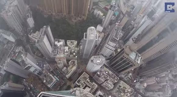 【閲覧注意】香港の超高層ビルの上からGoProで撮影した視点映像がリアルすぎて失神レベル