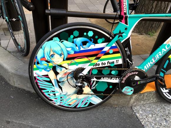 【アキバで発見】痛車(いたしゃ)もすごいが痛チャリも熱い / 総額100万円超えの自転車も